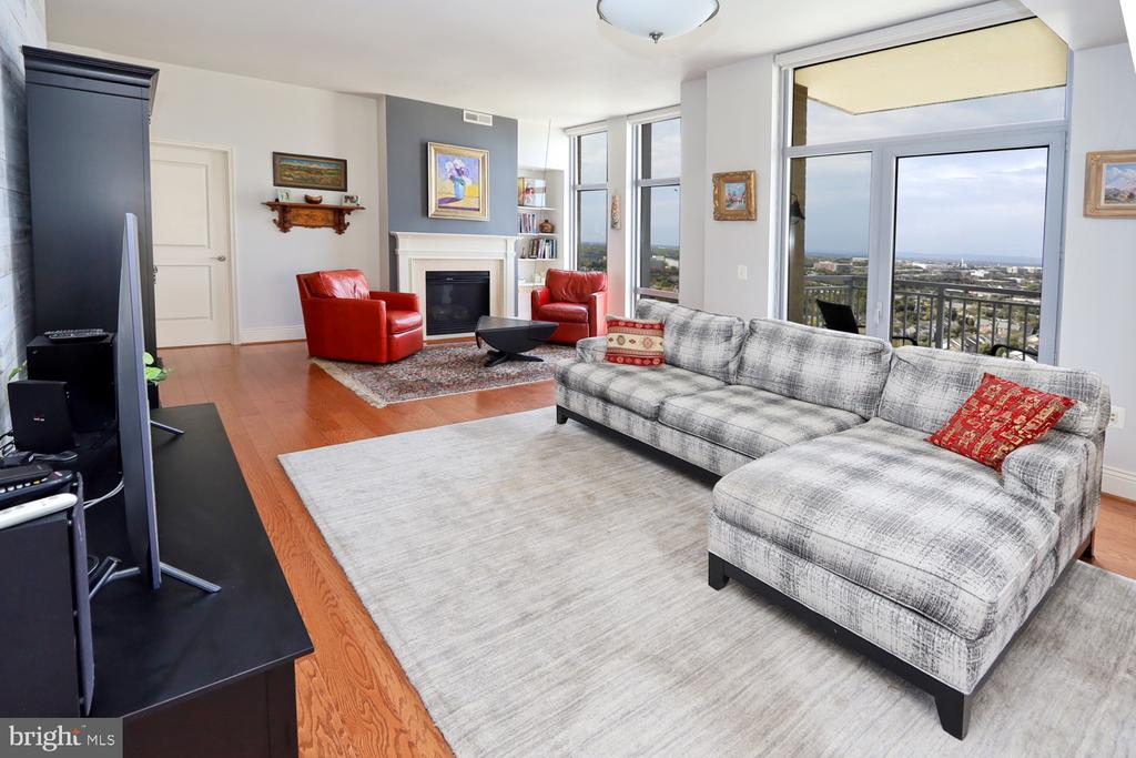 All windows to the west - 11990 MARKET ST #1914, RESTON