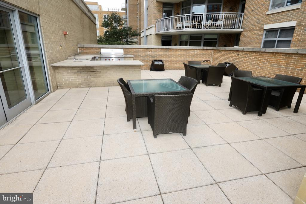 Community outdoor seating with a gas grill - 11990 MARKET ST #1914, RESTON