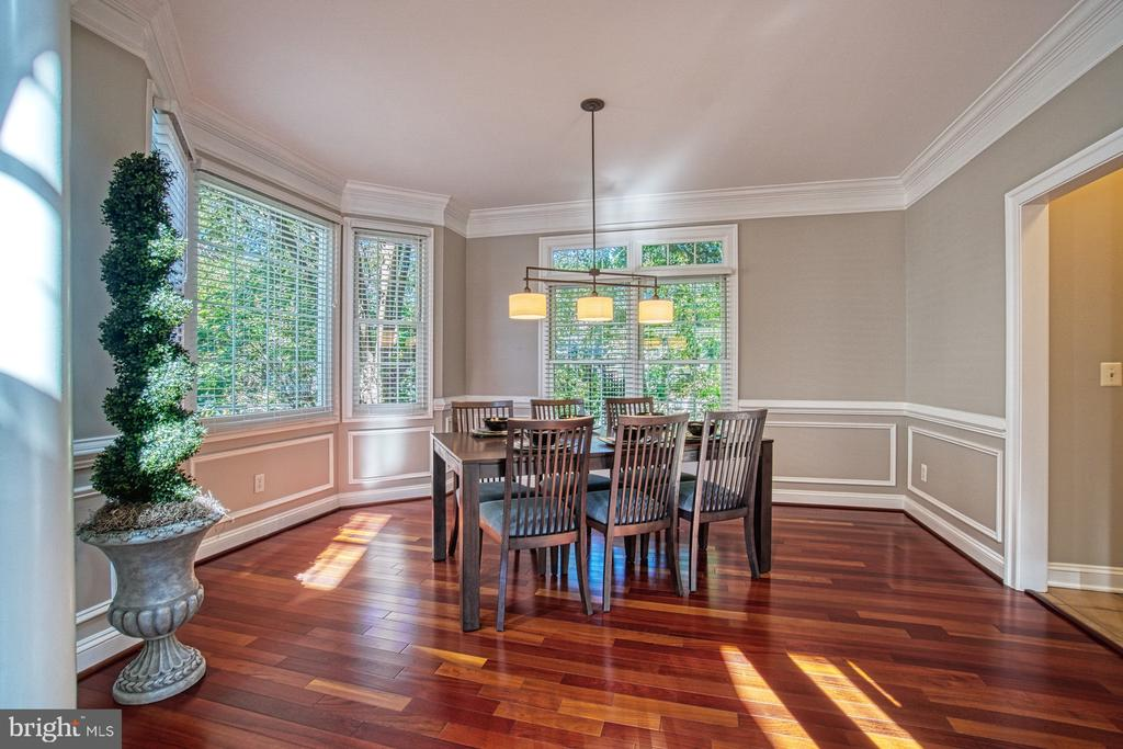 FORMAL DINING ROOM & WINDOWS TO THE WORLD - 47012 KENTWELL PL, STERLING