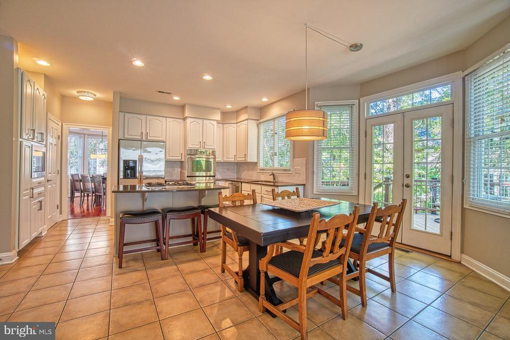 THE HEART OF THE HOME - 47012 KENTWELL PL, STERLING
