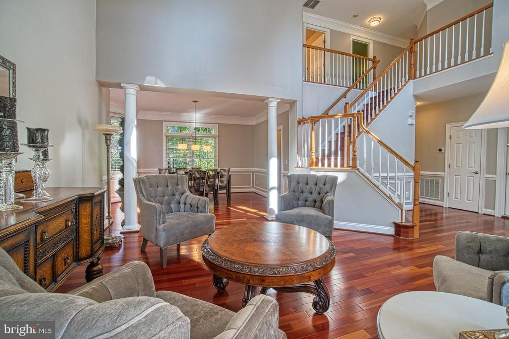 GRANDE STAIRCASE - 47012 KENTWELL PL, STERLING