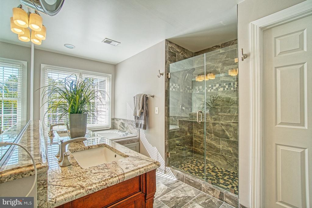 RENOVATED MASTER BATH - 47012 KENTWELL PL, STERLING
