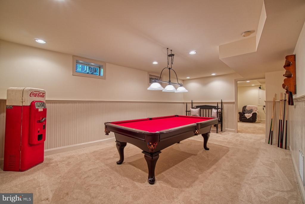 POOL TABLE COULD CONVEY - 47012 KENTWELL PL, STERLING