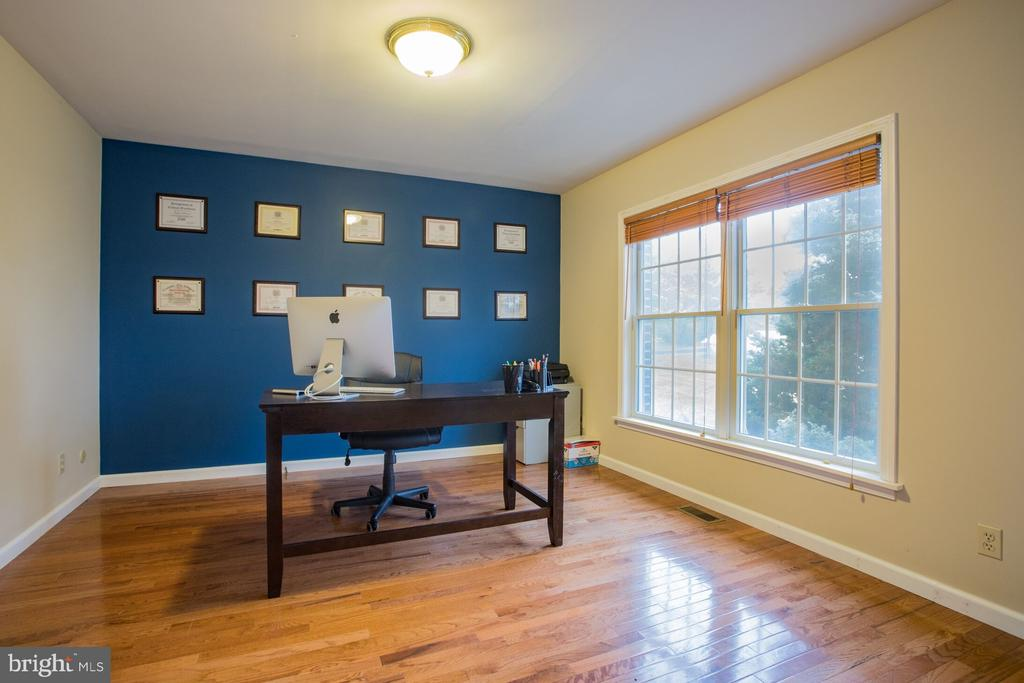 Office - 201 MANOR DR, MIDDLETOWN