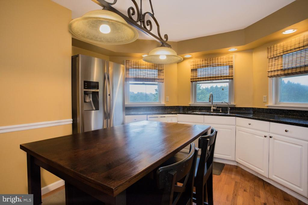 Tons of Counter Space! - 201 MANOR DR, MIDDLETOWN