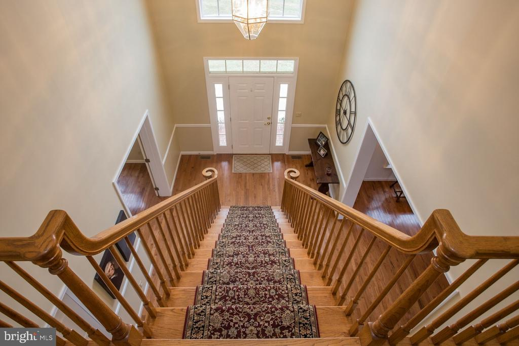 Two-Story Foyer - 201 MANOR DR, MIDDLETOWN