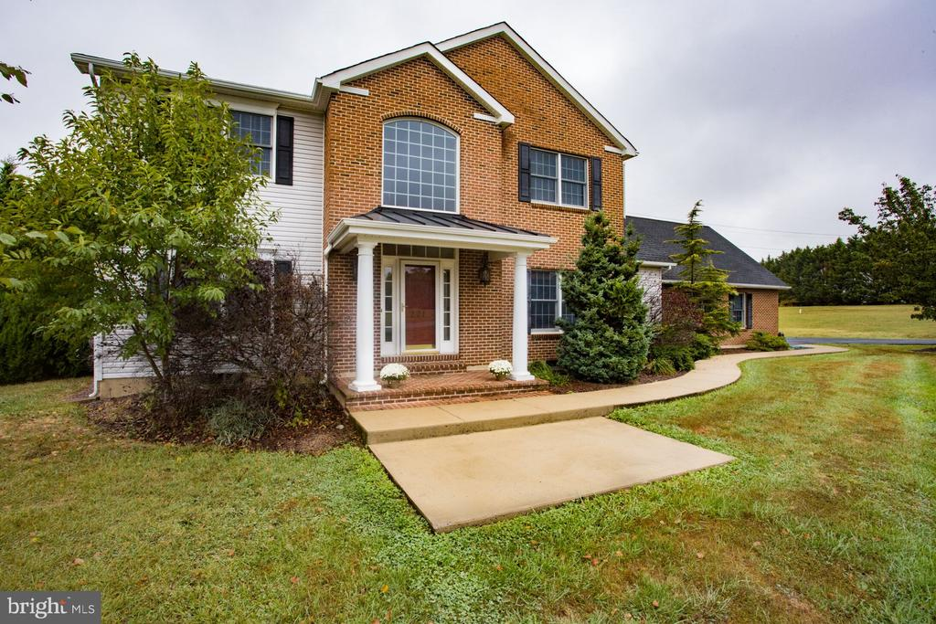 Welcome Home! - 201 MANOR DR, MIDDLETOWN