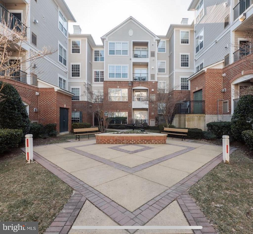 Exterior and Courtyard - 4850 EISENHOWER AVE #123, ALEXANDRIA