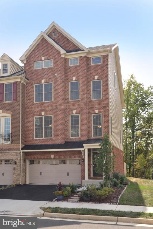 Beautiful End Unit - Great Curb Appeal! - 25017 CAMBRIDGE HILL TER, CHANTILLY