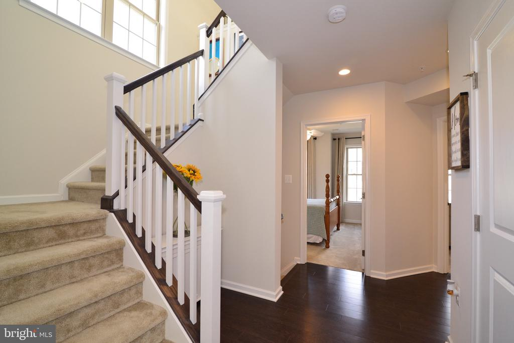 Stairs with Window - End Unit = Extra Light! - 25017 CAMBRIDGE HILL TER, CHANTILLY