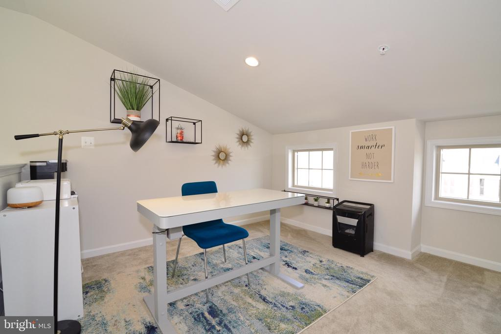 Loft/4th Level Bonus Space Fully Finished - 25017 CAMBRIDGE HILL TER, CHANTILLY