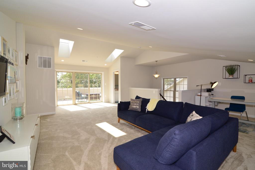 Spacious Loft/4th Level with Full Bath - 25017 CAMBRIDGE HILL TER, CHANTILLY