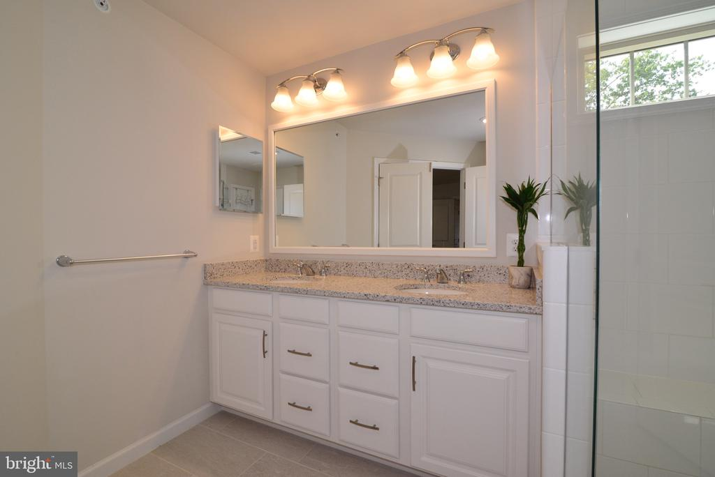 Master Bathroom Quartz Countertop Double Vanity - 25017 CAMBRIDGE HILL TER, CHANTILLY