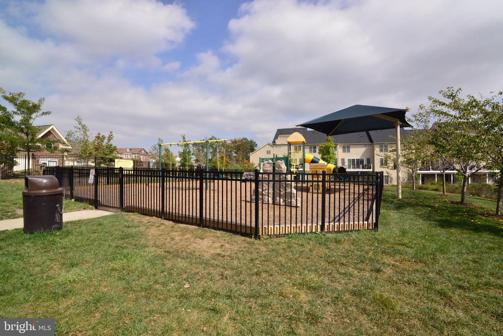 Community Playground - 25017 CAMBRIDGE HILL TER, CHANTILLY