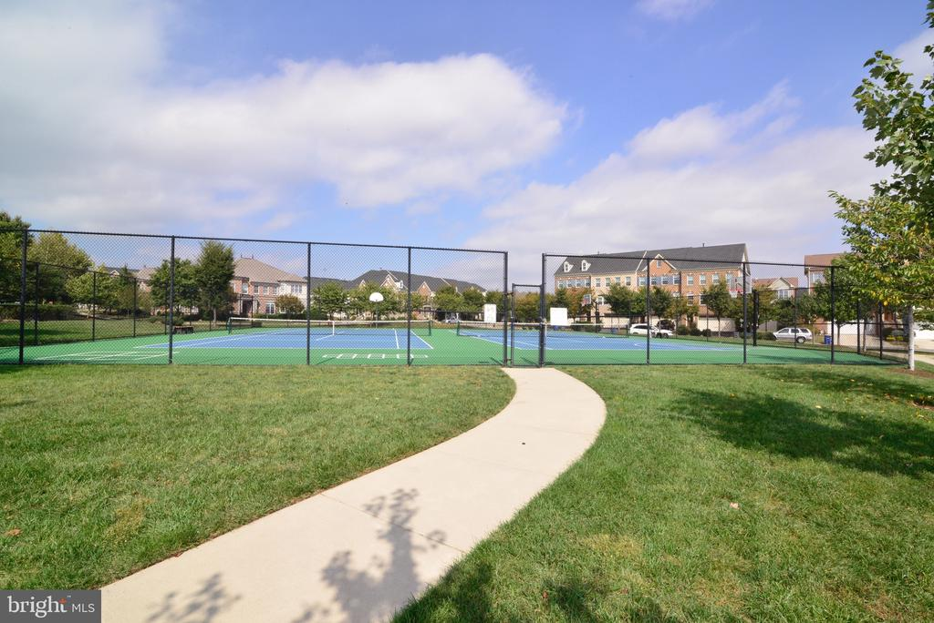 Community Tennis Courts - 25017 CAMBRIDGE HILL TER, CHANTILLY
