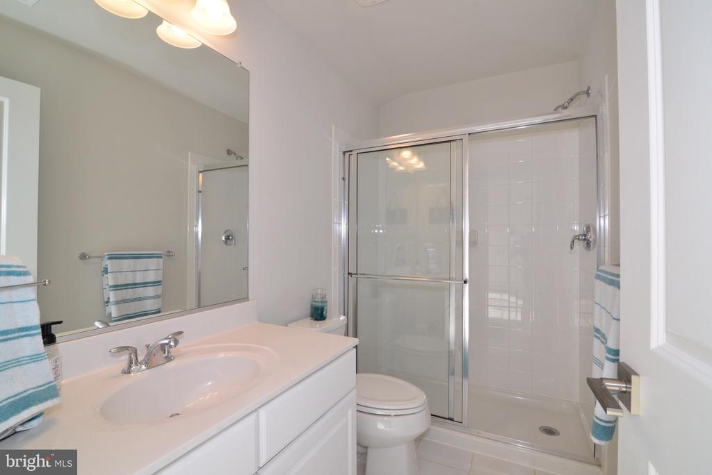 Full Bathroom - 25017 CAMBRIDGE HILL TER, CHANTILLY