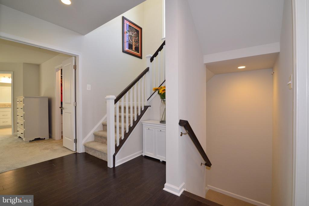 Bedroom Level Landing with Hardwood Floors - 25017 CAMBRIDGE HILL TER, CHANTILLY