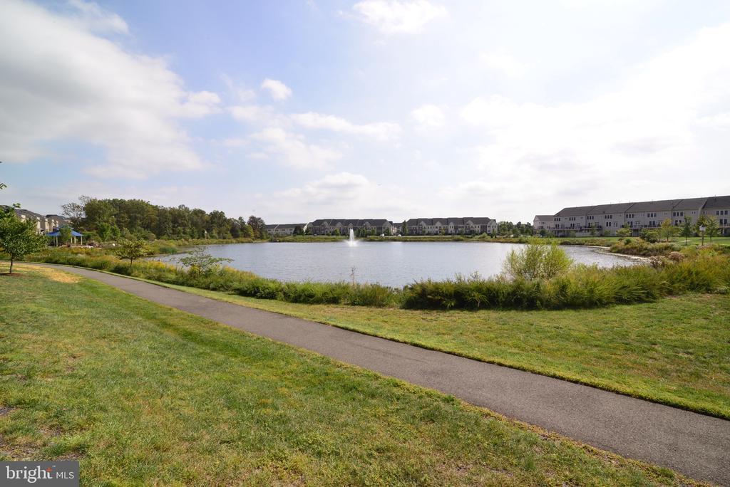 Community Lake - 25017 CAMBRIDGE HILL TER, CHANTILLY