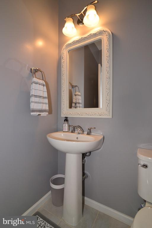Powder Room Main Level - 25017 CAMBRIDGE HILL TER, CHANTILLY