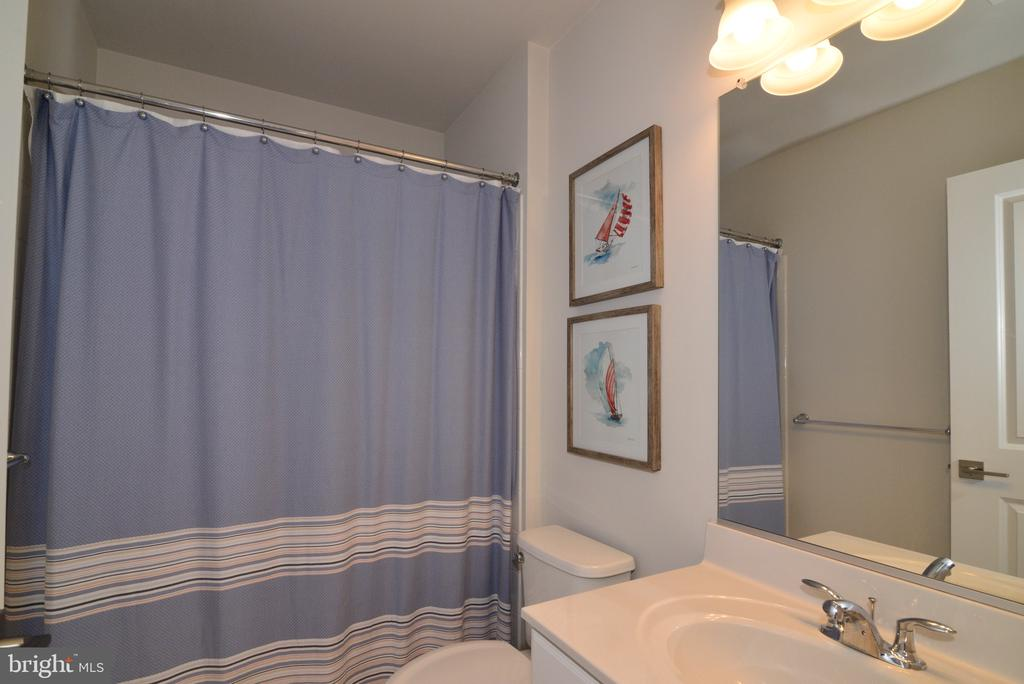 Full Bathroom - 25017 CAMBRIDGE HILL TER, CHANTILLY