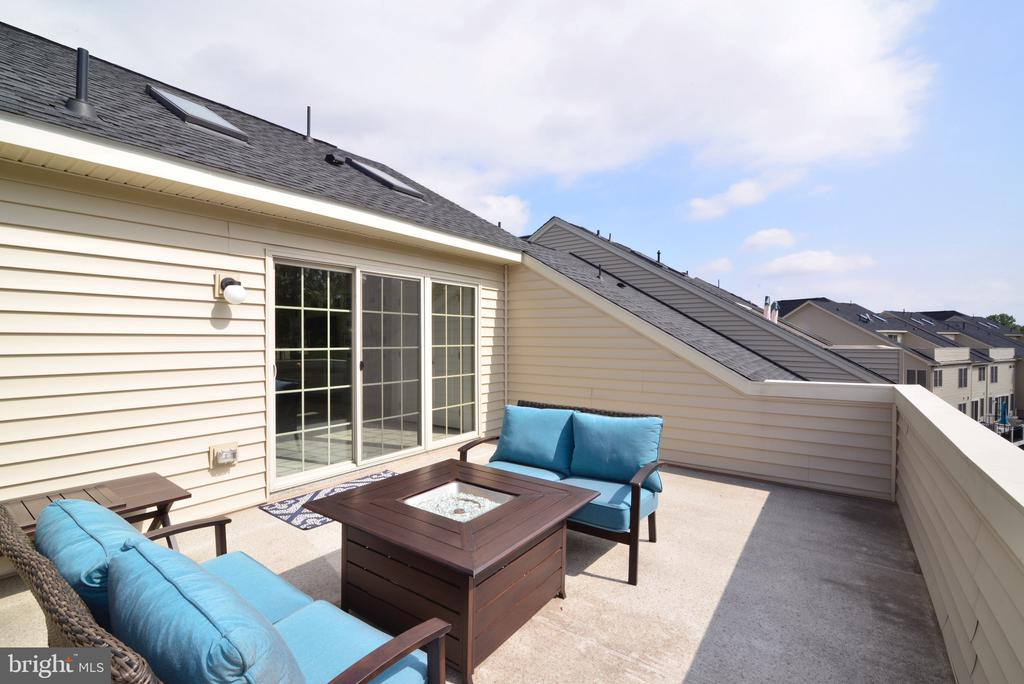 Enjoy privacy on your Rooftop Deck - 25017 CAMBRIDGE HILL TER, CHANTILLY