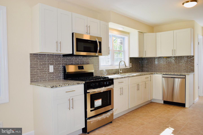 Single Family Homes för Försäljning vid Dunellen, New Jersey 08812 Förenta staterna