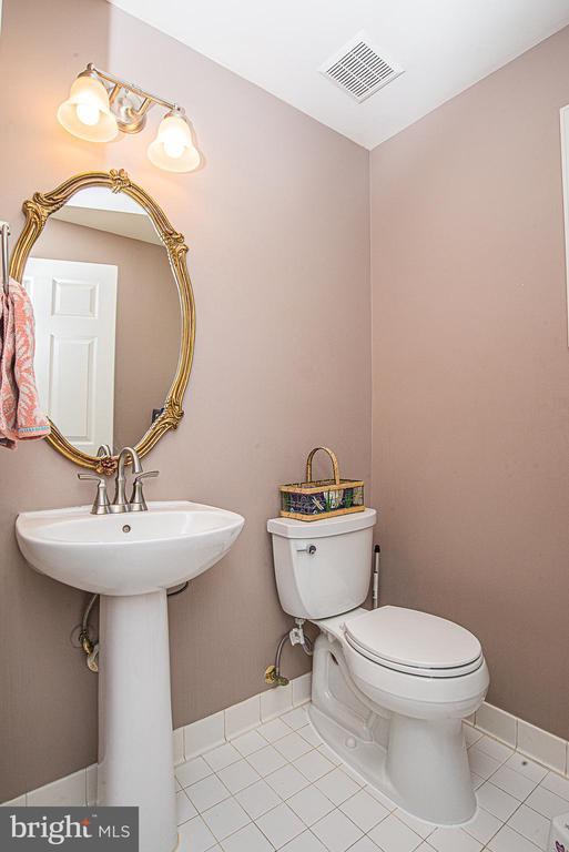 Main Level Powder Room - 18555 DETTINGTON CT, LEESBURG