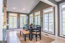 Breakfast Room/Sunroom with vaulted ceiling - 18555 DETTINGTON CT, LEESBURG
