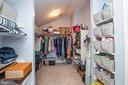 Now that's a walk-in closet! - 18555 DETTINGTON CT, LEESBURG