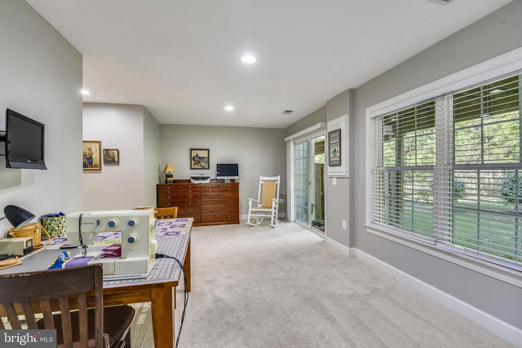 LIGHT AND BRIGHT! - 124 QUIETWALK LN, HERNDON