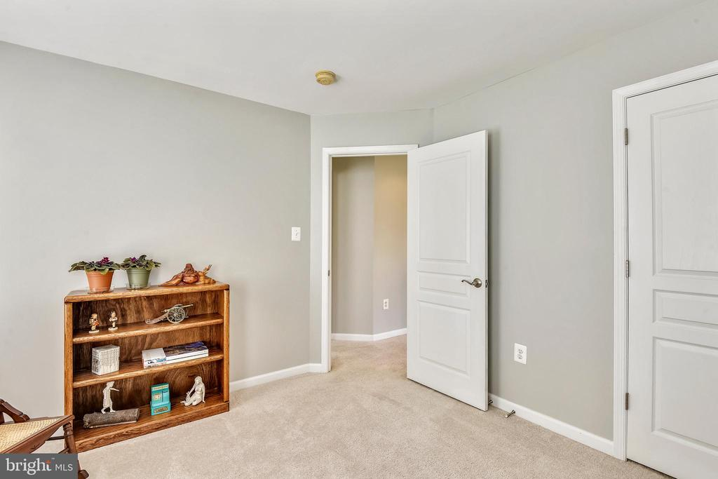 LARGE 2ND! - 124 QUIETWALK LN, HERNDON
