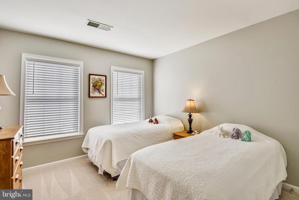 3RD BEDROOM! - 124 QUIETWALK LN, HERNDON