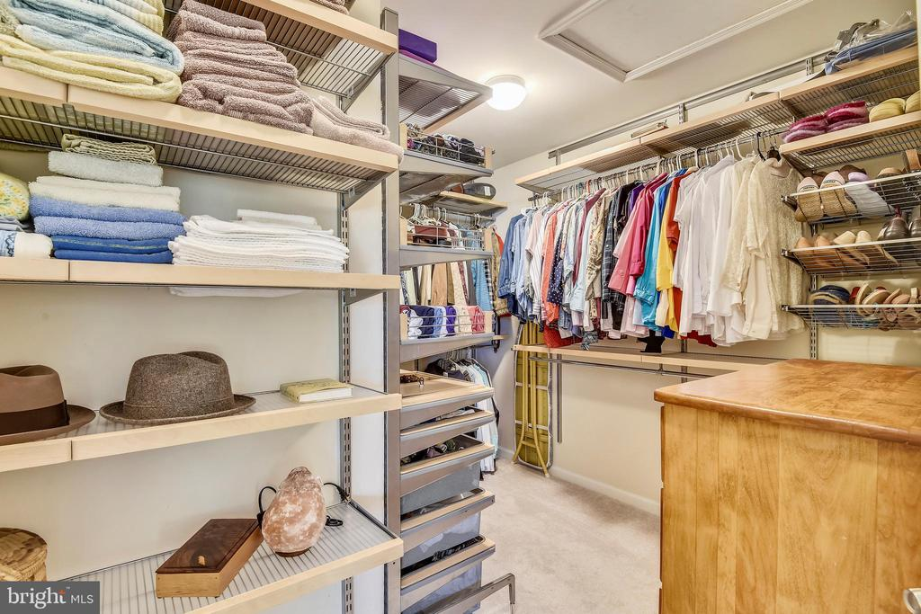 SECOND LARGE CLOSET IN MASTER! - 124 QUIETWALK LN, HERNDON