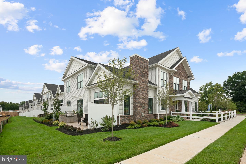 Single Family Homes 용 매매 에 Lawrence Township, 뉴저지 08648 미국
