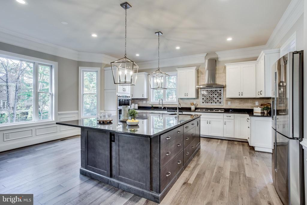 Or enjoy gorgeous views in your breakfast room - 4112 DOVEVILLE LN, FAIRFAX