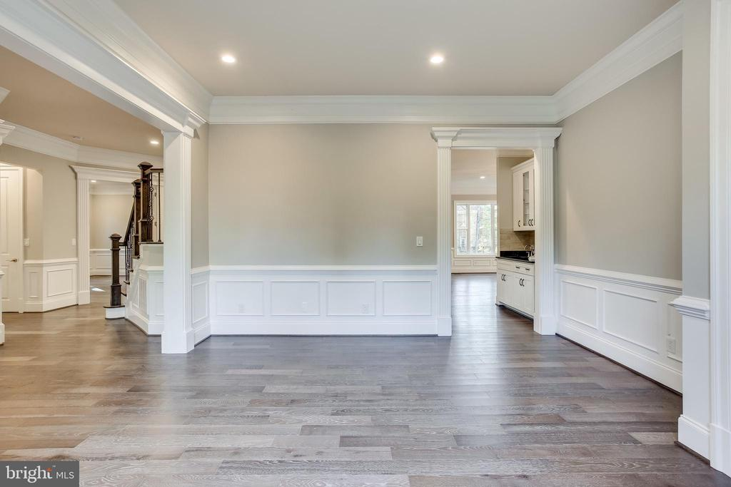 Entertain guests in this elegant dining room - 4112 DOVEVILLE LN, FAIRFAX