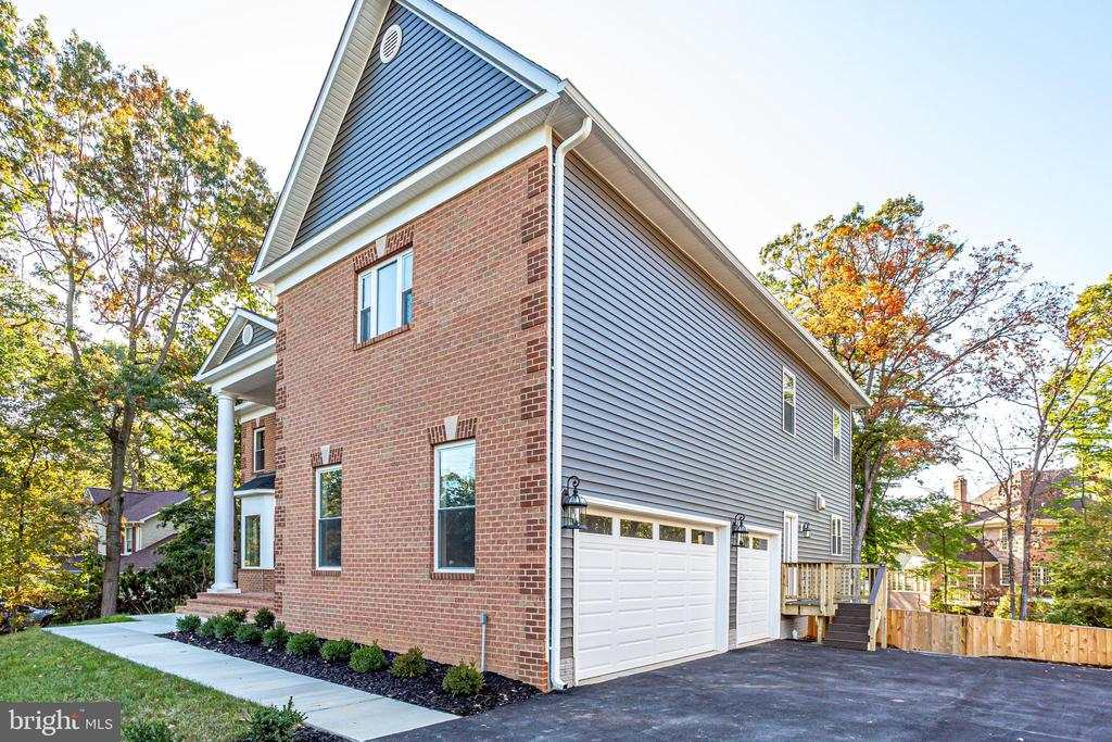 3 car garage - 4112 DOVEVILLE LN, FAIRFAX