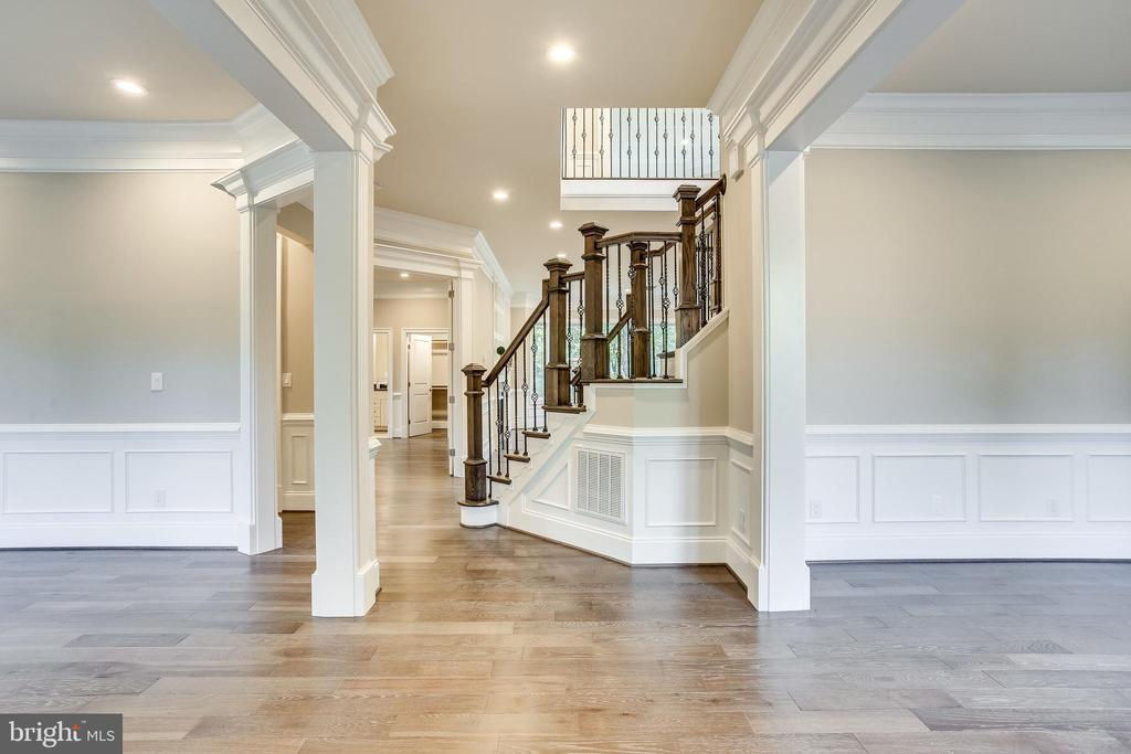 Walk into stunning foyer - 4112 DOVEVILLE LN, FAIRFAX