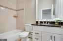 Full ensuite bathroom - 4112 DOVEVILLE LN, FAIRFAX
