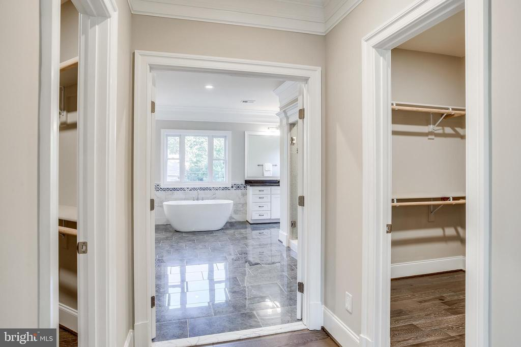 Two walk in closets! - 4112 DOVEVILLE LN, FAIRFAX