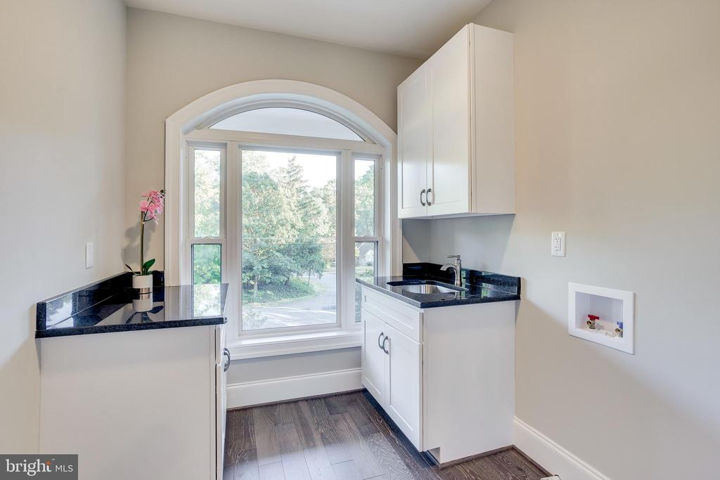 Convenient upstairs laundry room with awesome view - 4112 DOVEVILLE LN, FAIRFAX