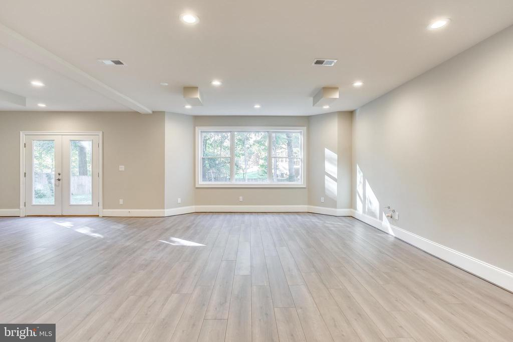 Walk out basement offers phenomenon light - 4112 DOVEVILLE LN, FAIRFAX