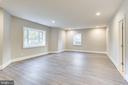 Expansive guest bedroom - 4112 DOVEVILLE LN, FAIRFAX
