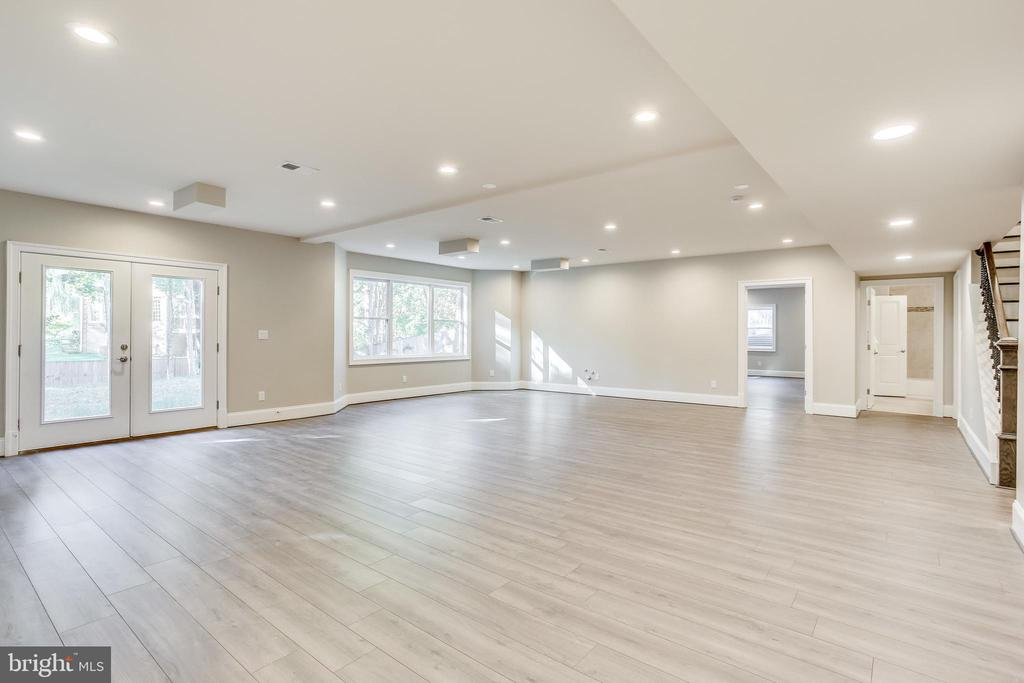 Spacious entertainment room in basement - 4112 DOVEVILLE LN, FAIRFAX