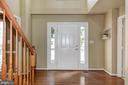 Entry and front hallway - 9515 BALLAGAN CT, BRISTOW