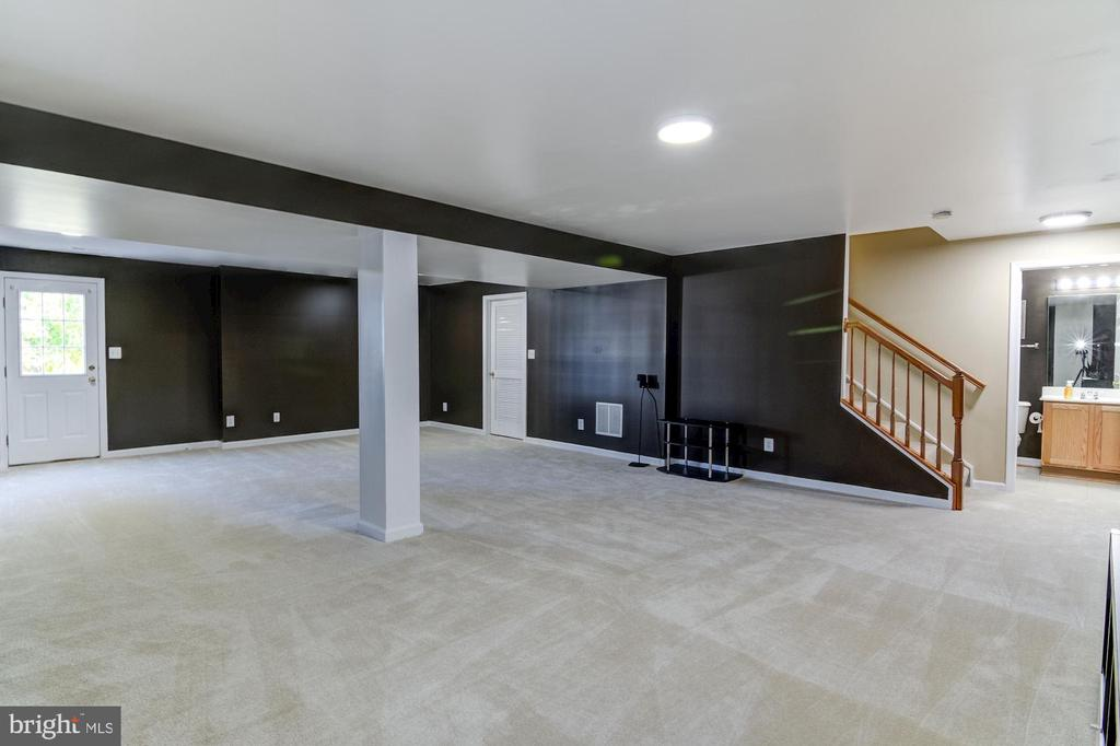 Huge Rea room with New Paint - 9515 BALLAGAN CT, BRISTOW