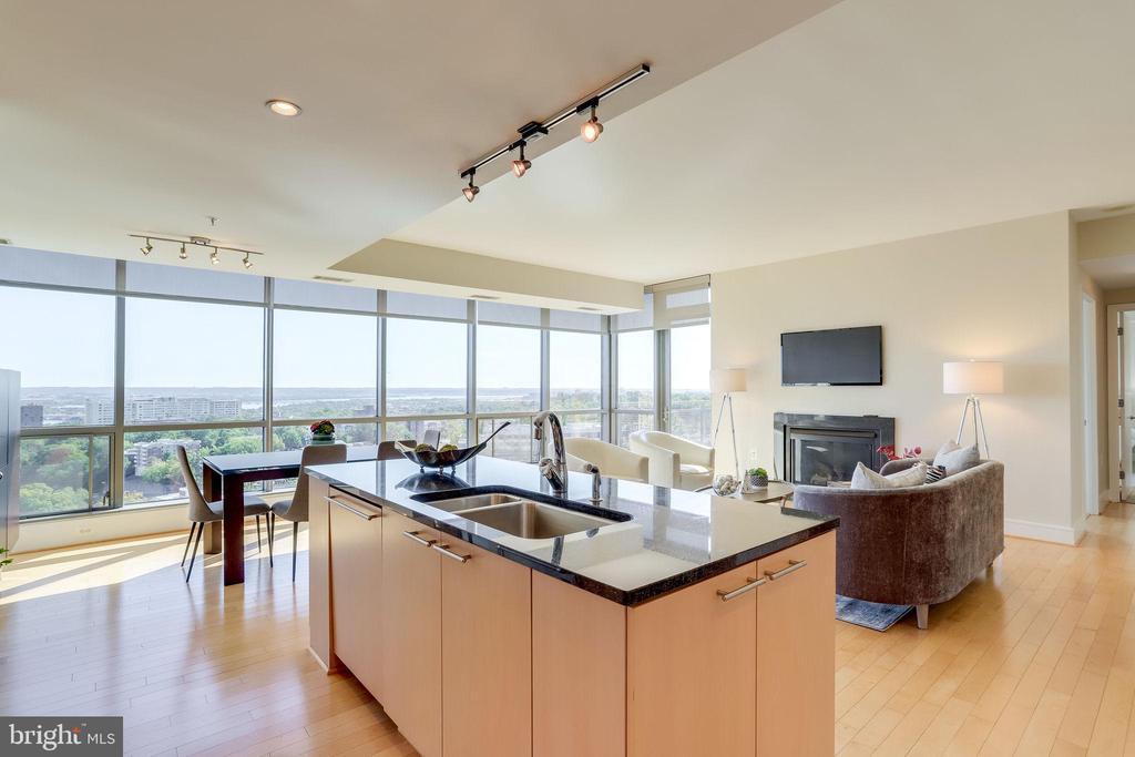 Floor to ceiling windows and a 25' balcony - 2001 15TH ST N #1506, ARLINGTON