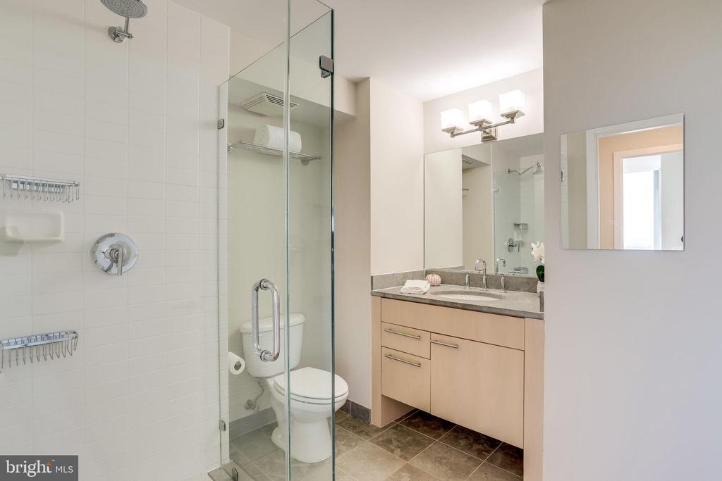 Hall bath - 2001 15TH ST N #1506, ARLINGTON