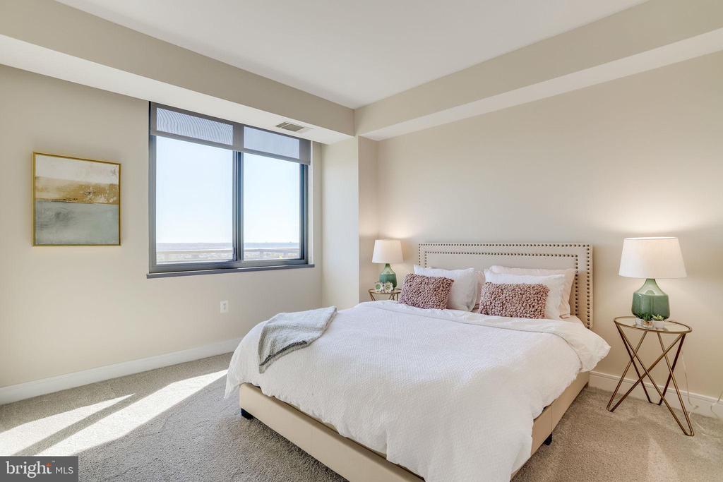 Master bedroom with views - 2001 15TH ST N #1506, ARLINGTON