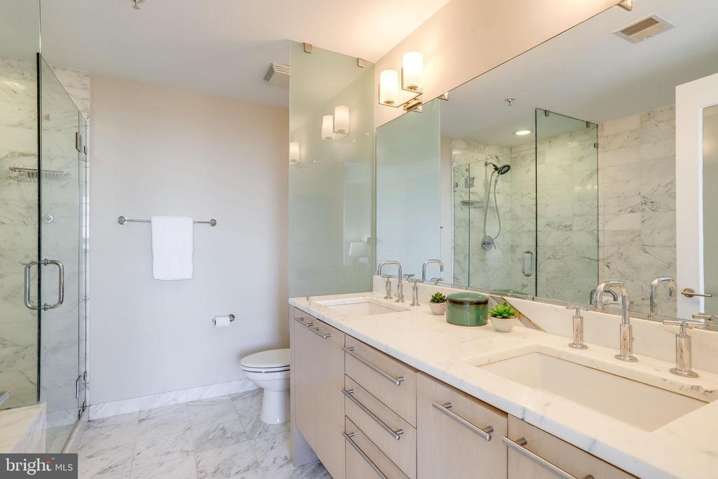 Spa like master bath with double sinks - 2001 15TH ST N #1506, ARLINGTON
